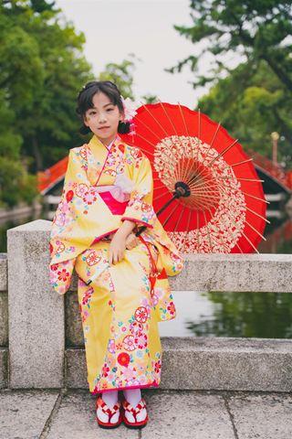 櫻花和服女童