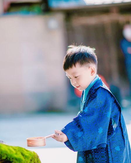 櫻花和服男童