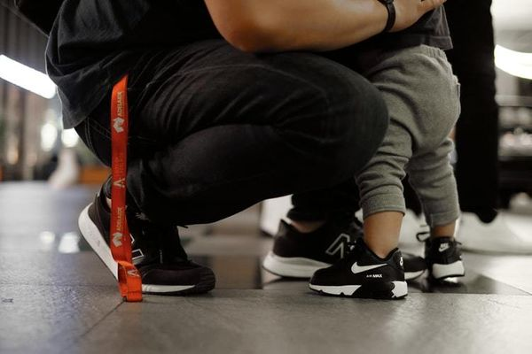 帶雙舒適的鞋子